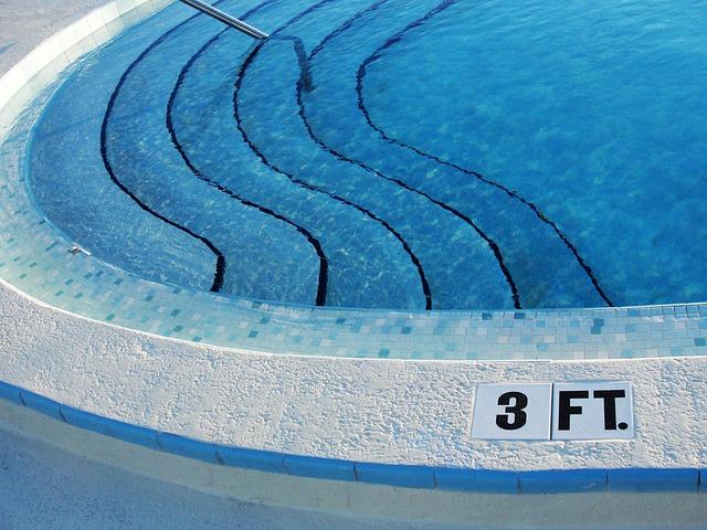 pět schodů bazénu.jpg