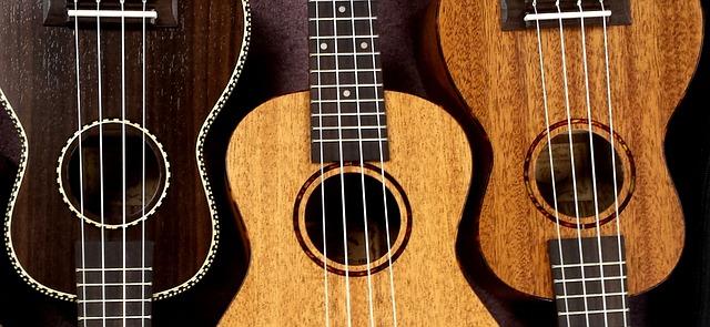 tři ukulele