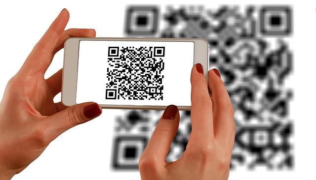smartphone skenuje čárový kód