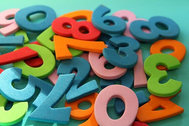 číslice z pěnové hmoty